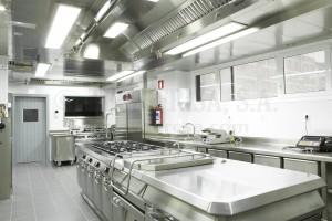 Bloque central de la marca ANGELO PO para esta cocina industrial